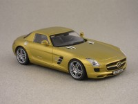Mercedes SLS gold metallic par Schuco